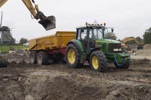 Tractor met gronddumper